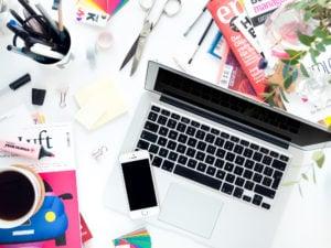 Kreatives Chaos oder Minimalismus auf dem Schreibtisch?