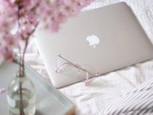 Produktiv arbeiten im Home Office: 5 Tipps für deinen eigenen Flow // home office büro, herausforderung, zuhause arbeiten, home office machen, home office workflow, fokussiert arbeiten, home office arbeit, heimarbeit