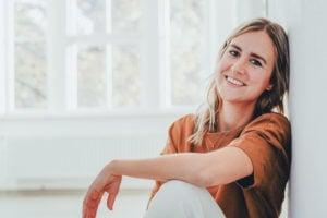Corinna hat es gewagt und ihr eigenes Unternehmen gegründet – ohne Startkapital! Ich habe Corinna zum Interview in den Still & Stark Podcast eingeladen und sie gefragt, wie sie es geschafft hat, trotz aller Unsicherheiten ihr Unternehmen Coco Malou Lingerie zu gründen. Im Podcast verrät sie dir ihre besten Tipps, um dein Herzensprojekt in die Welt zu bringen. #stillundstark