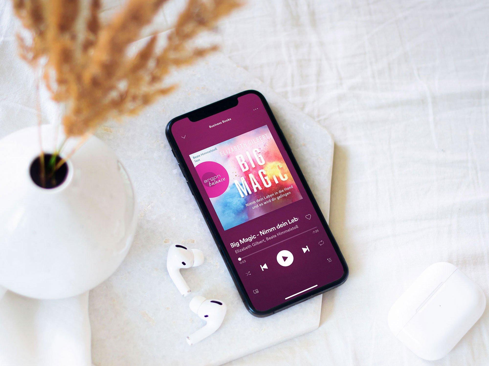 Wusstest du, dass es beim Musik-Schweden Spotify zahlreiche kostenlose Hörbücher gibt? Auch im Bereich Sachbuch wirst du mühelos fündig und kannst dir großartige Bücher für deine berufliche Weiterbildung anhören. Wir zeigen dir die besten Business-Hörbücher und wo du sie kostenlos streamen kannst – 100 % legal, versteht sich. #stillundstark #vanillamind