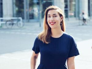 """Was bedeutet eigentlich Sichtbarkeit im Business? Tijen Onaran spricht im Still & Stark Podcast über ihr neues Buch """"Nur wer sichtbar ist, findet auch statt"""" und erklärt, wie gerade zurückhaltende Menschen von Personal Branding profitieren. #stillundstark #podcast #vanillamind"""