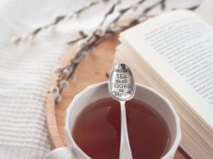 Wie können wir unser Selbstbewusstsein stärken, um ein erfüllteres (Berufs-) Leben zu führen? Diese 5 Bücher helfen dabei. #stillundstark #vanillamind