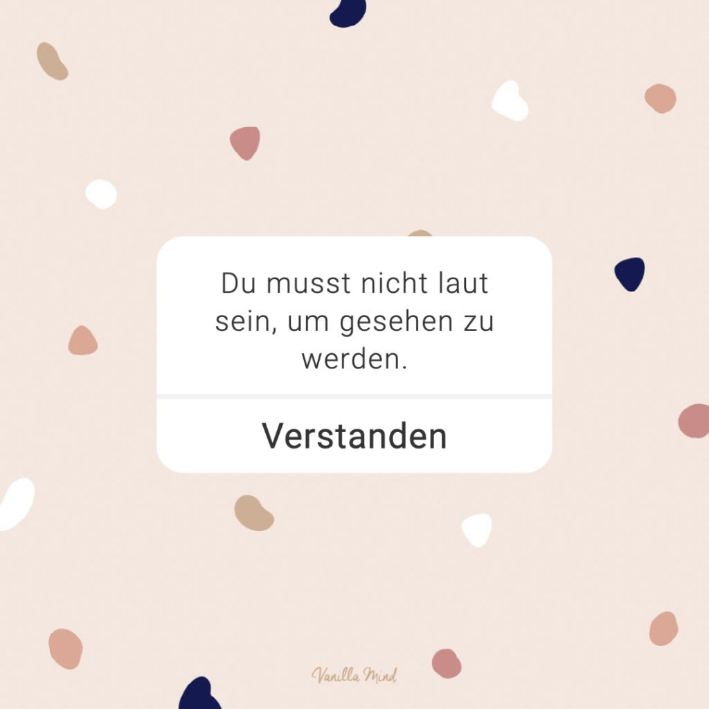 Du musst nicht laut sein, um gesehen zu werden! Warum Authentizität wichtiger – und langfristig erfolgreicher – ist als Lautstärke, liest du im Artikel. #stillundstark #vanillamind
