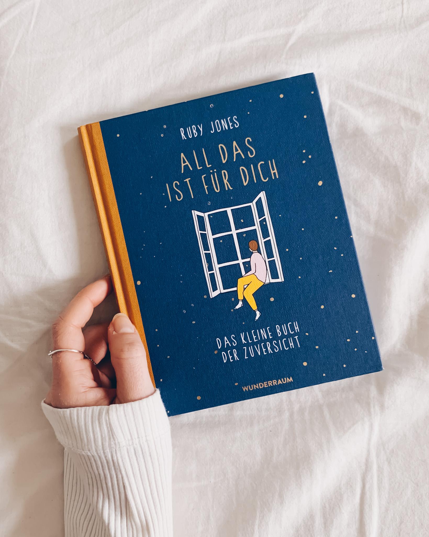 """Buchtipp: """"All das ist für dich: Das kleine Buch der Zuversicht"""" von Ruby Jones - Ein tolles Geschenk an dich selbst! Die liebevollen Illustrationen und Texte gehen direkt ins Herz und schenken dir Momente der Freude und Leichtigkeit in stressigen Zeiten."""